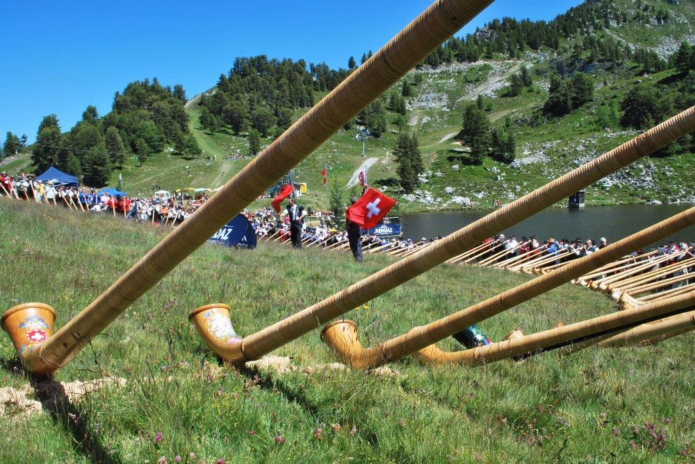 Das Internationale Alphornfestival in Nendaz (Bild: © Tom Hanisch - fotolia.com)
