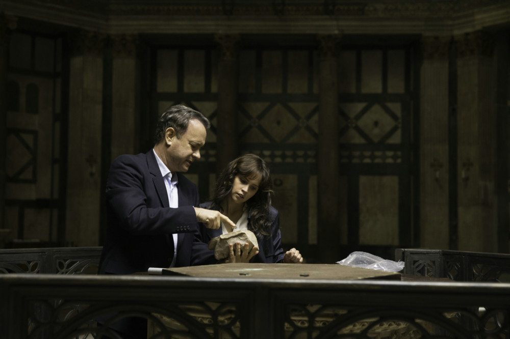 Inferno - Szenen - Robert Langdon (Tom Hanks), Dr. Sienna Brooks (Felicity Jones), (Bild: © TMDb.pro)